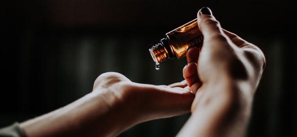 Aceite esencial de árbol de té – Qué es y para qué sirve